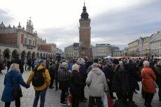 Wigilia dla potrzebujących na krakowskim Rynku. Pierwszy raz nie przyszedł przedstawiciel Kurii.