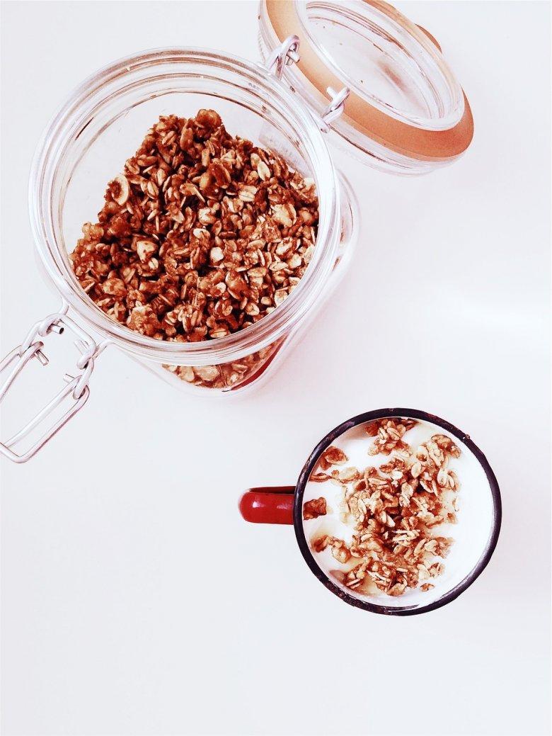 Granola z nasionami chia i kaszą gryczaną zaspokoi wasz apetyt na słodycze i wzmocni florę jelitową.