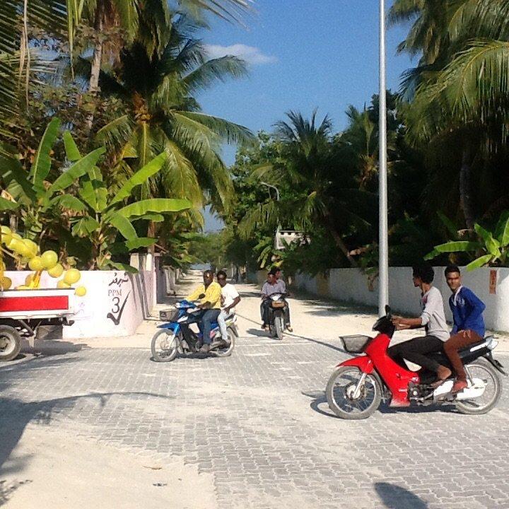 Przygotowania do wiecu w wiosce Mahedhoo, Malediwy