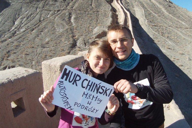 Autostopem dotarli również do Chińskiego Muru. Podczas podróży w Chinach zatrzymali się na dłużej, tam tez pracowali - Monika jako nauczycielska angielskiego, a Marcin jako trener piłki nożnej