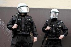 Policjanci i prokuratorzy słono płacą za to, że wciągnięto ich do gry politycznej.