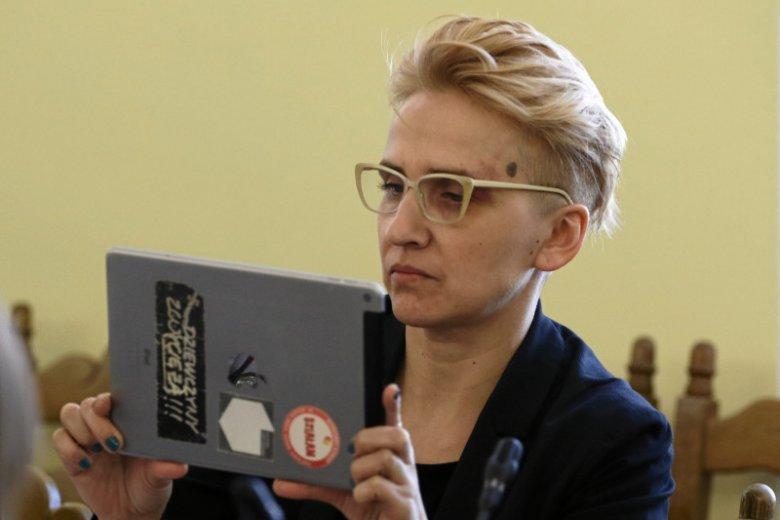 """Wpadka Joanny Scheuring-Wielgus w Polsat News. Posłance Nowoczesnej """"zlepiły się"""" dwa różne związki frazeologiczne i... wyszło komicznie."""