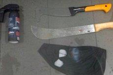 Przez Europę przetacza się fala zamachu dokonanych przez nożowników, tymczasem taki sprzęt nosili nasi... kibole ze Śląska. Policjanci pokazali arsenał stadionowych chuliganów.