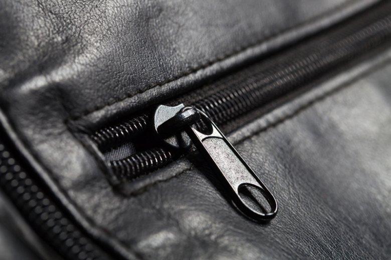 Jak zareagowałbyś na czarną torbę porzuconą w metrze?