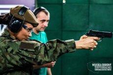 Instruktor powinien zacząć szkolenie od nauki prawidłowego trzymania pistoletu.