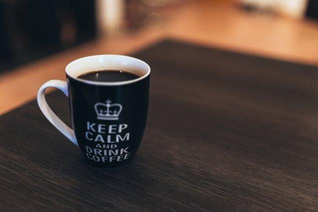 Spokój i kawa – dobrana para tylko na zdjęciu