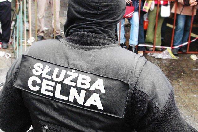 Służba Celna ściga tysiące osób korzystających z zakładów bukmacherskich online.
