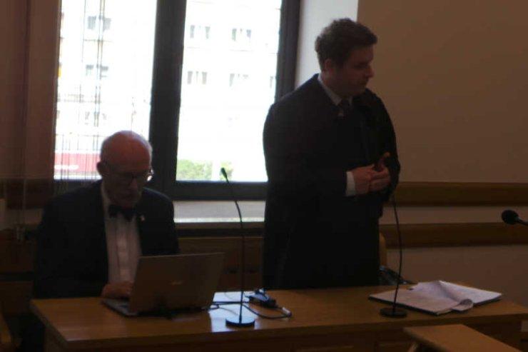 Mecenas Jacek Wilk i Janusz Korwin-Mikke, zdaje się szukający nagrania, o które pozwał PO.