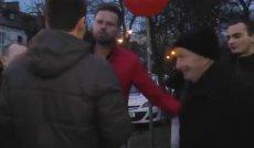 Rafał Betlejewski i Andrzej Hadacz pojawili się pod ambasadą Izraela