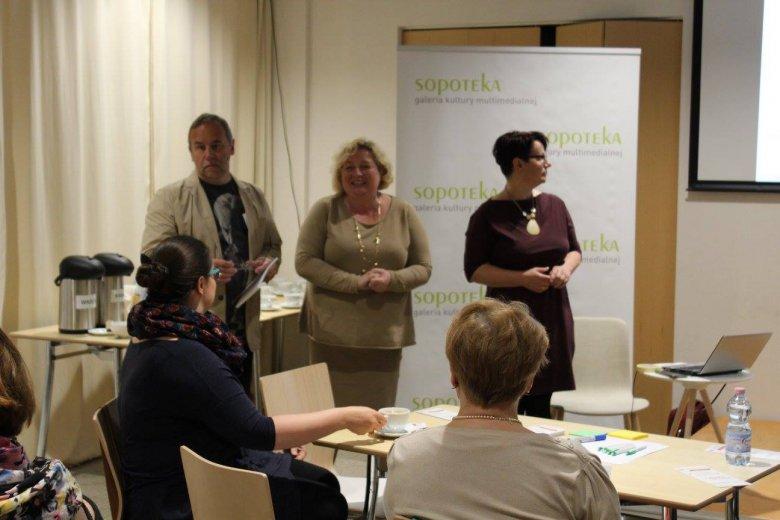 Dagmara Sypniewska-Skwara (w środku) podczas debaty w Sopotece