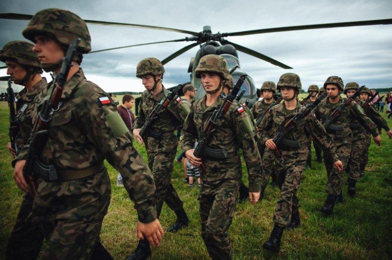 Konflikt między prezydentem a szefem MON może się odbić na polskiej armii