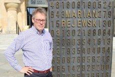 Sir Dermot Turing, bratanek słynnego brytyjskiego kryptologa Alana Turinga, opowiada nam w wywiadzie o swojej najnowszej książce ''X, Y, Z. Prawdziwa historia złamania szyfru Enigmy'' i kulisach tego przedsięwzięcia