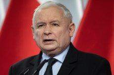 Jarosław Kaczyński mógł nawiązać do lotów Donalda Tuska osiem lat temu, ale nie zrobił tego.