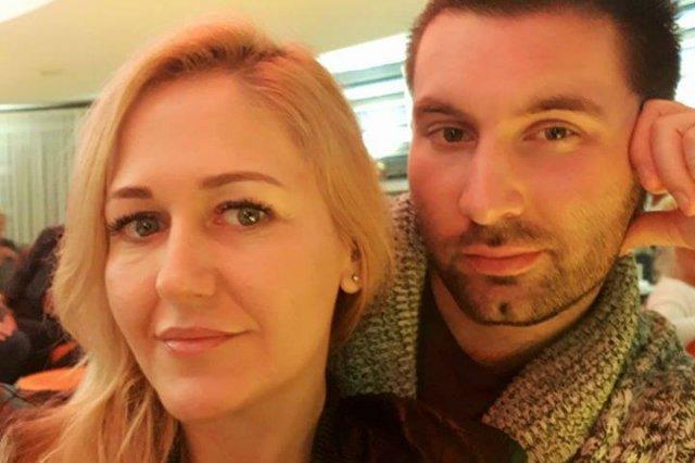 """Karolina Gabarkiewicz wraz z partnerem Bartoszem Rybakiem. Uczestniczka show TVN """"Kto poślubi mojego syna"""" choruje na raka."""