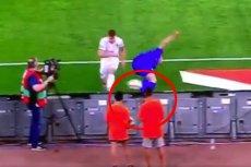 Nicolo Barella przesadził w czasie meczu Grecja – Włochy. Kopnął piłkę prosto w chłopca.