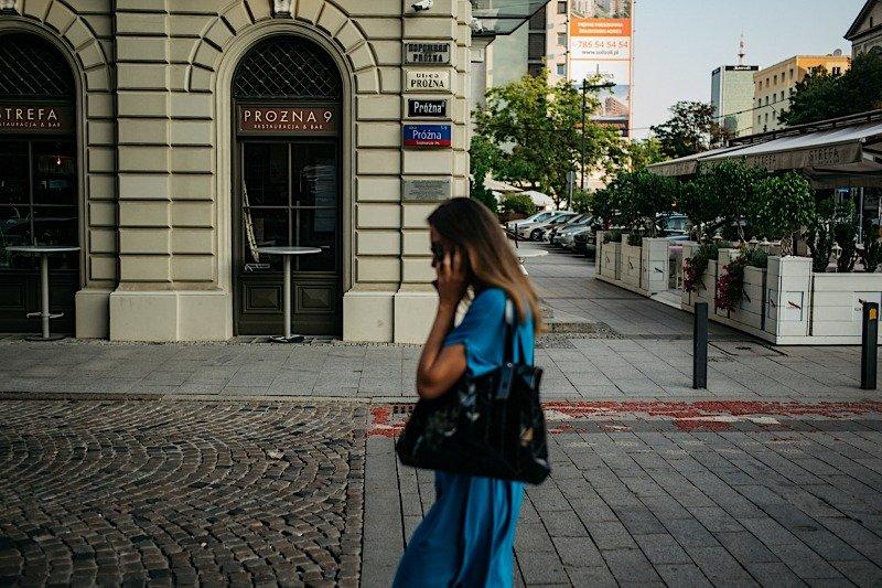 Będąc na Próżnej nie można przegapić czterech tablic ulicy z jej różnych okresów