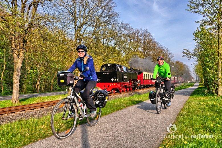 Szlak rowerowy wzdłuż zabytkowej linii kolejowej przed Bad Doberan