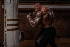 Mierzący ponad 2 metry olbrzym Martyn Ford chce zadebiutować w MMA.