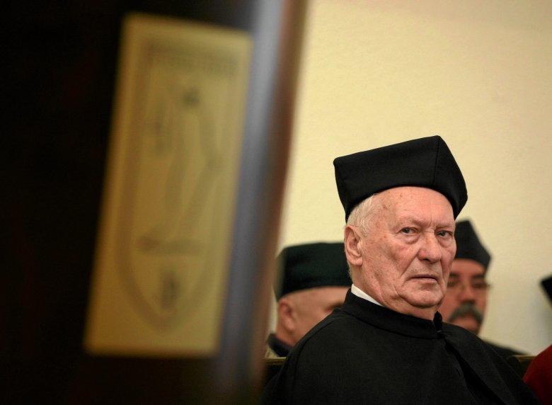 Prof. Brunon Hołyst, kryminolog.