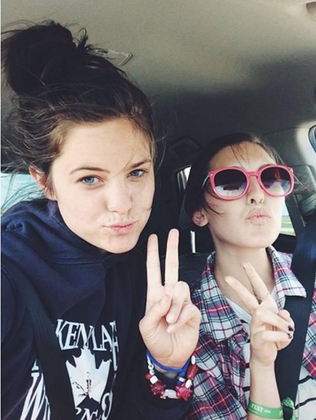 Dziewczyny robią sobie najchętniej zdjęcia w samochodach. A może to tylko stereotyp?