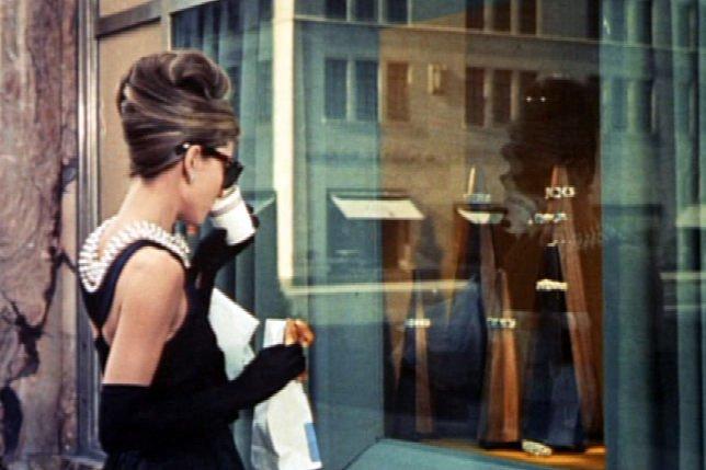 """Film """"Śniadanie u Tiffany'ego"""" z główną rolą Audrey Hepburn zapewnił jej ogromną sławę i na stałe wszedł do kanonu światowego kina."""