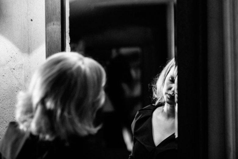 Zdjęcia Łukasza Bąka mają niezwykły klimat, momentami bardzo intymny