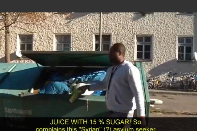 Film z Niemiec, na którym imigranci wyrzucają jedzenie, znów odżył w sieci.