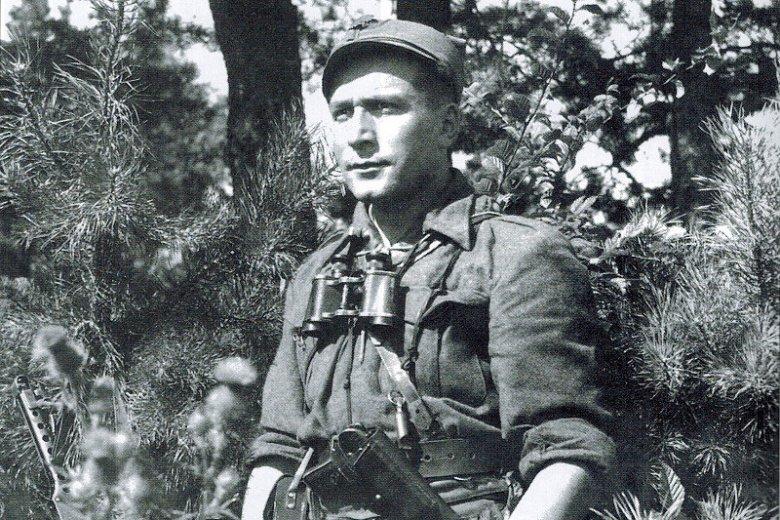 Romuald Rajs ze swoim oddziałem jest odpowiedzialny za rzeź miejscowej ludności białoruskiej.