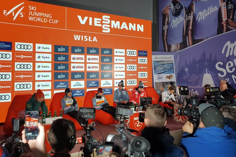 Nawet Apoloniusz Tajner nie spodziewał się, że polskim skoczkom uda się wygrać pierwszy w tym sezonie drużynowy konkurs skoków.