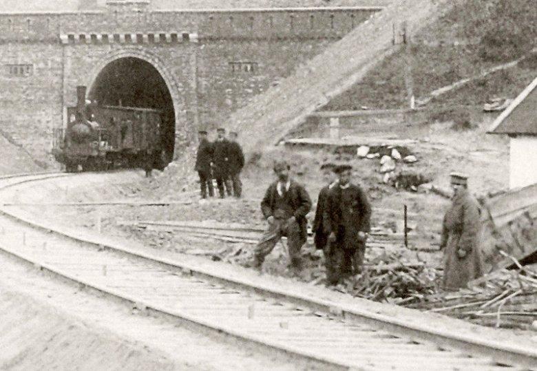tunel, pociąg, trójki