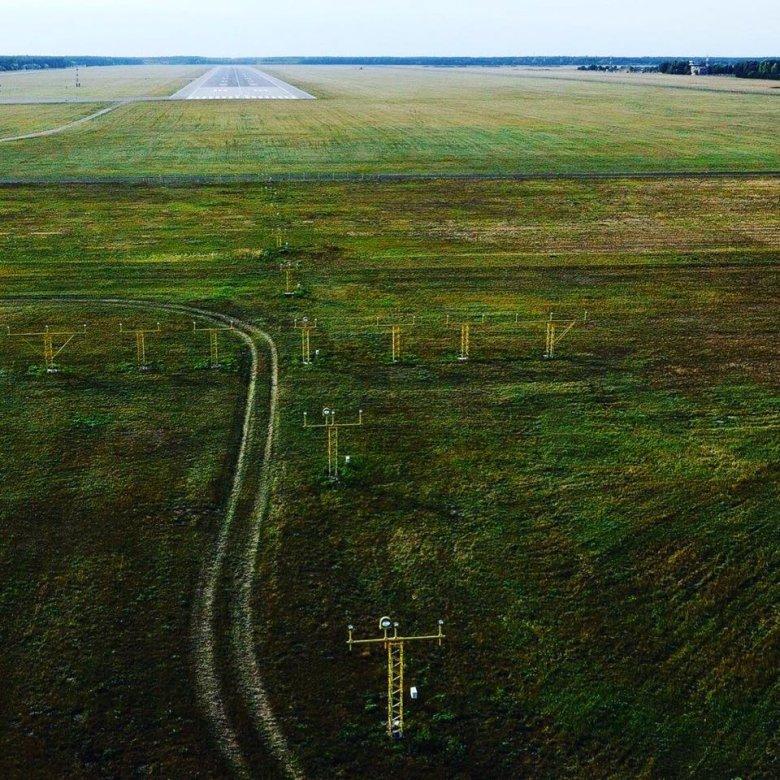 dron nad ścieżką podejścia na lotnisku w bydgoszczy, oczywiście lot odbywał się zgodnie z prawem