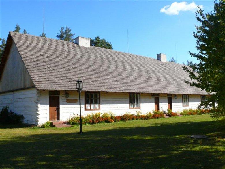 Muzeum Wsi Kieleckiej - to w tej chacie z 1914 roku znajdziecie nocleg.