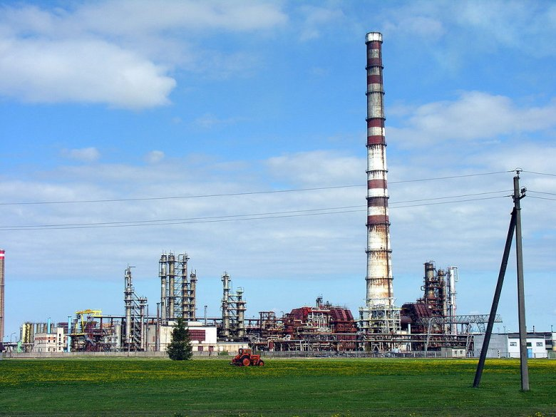 Rafineria w Możejkach.