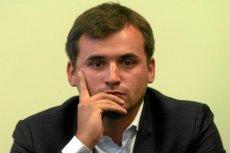 Marcin Dubieniecki tłumaczy, że porsche dostał od bezdomnego z Mokotowa.