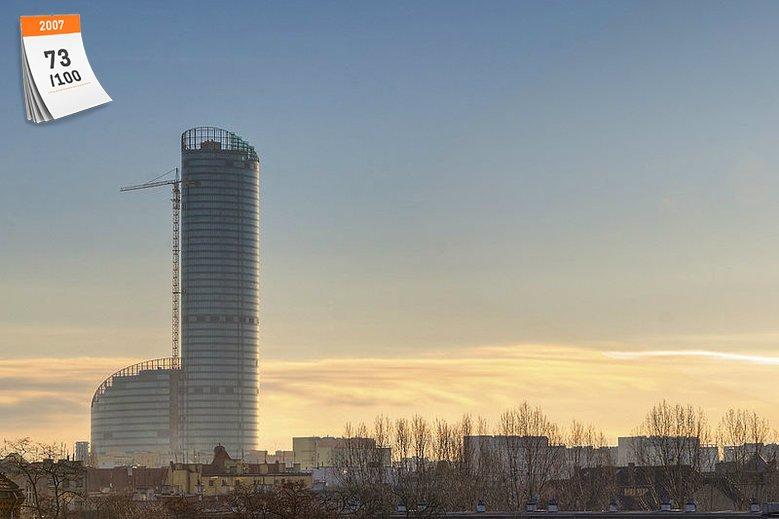 Sky Tower to najwyższy budynek w Polsce - mierzy 212 metrów