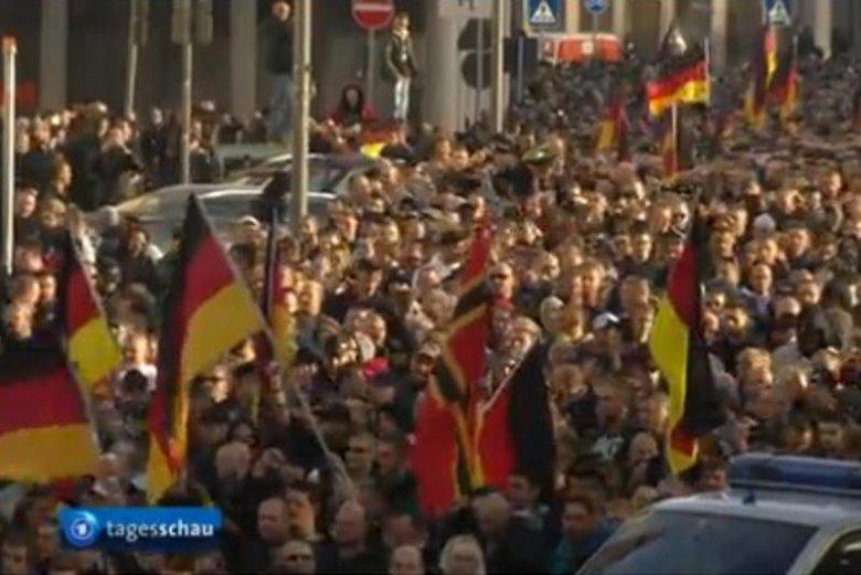 Zamieszki w Kolonii: niemieccy kibole manifestowali przeciwko islamistom