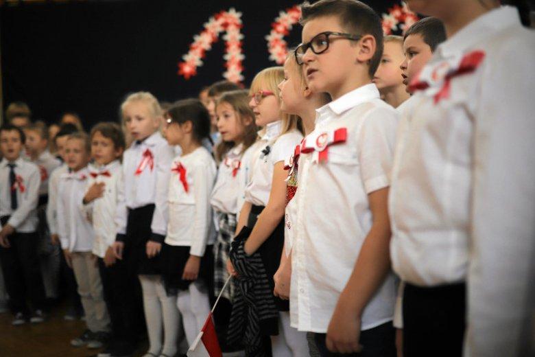 Wspólne śpiewanie hymnu to pomysł rządzących na świętowanie odzyskania niepodległości. Szkoda, że właściwie jedyny, o którym warto mówić.