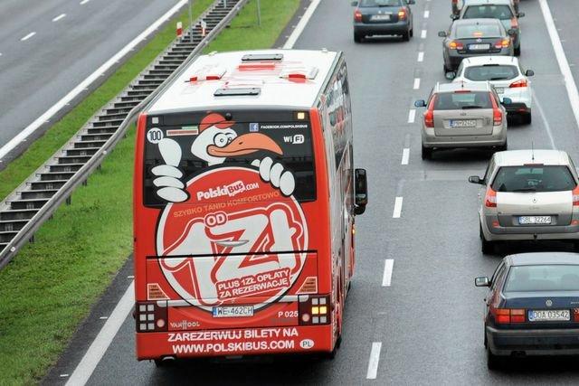 Kierowca Polskiego Busa nagle zatrzymał autobus obok autostrady. Pasażerowie byli zszokowani.