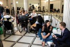 Protest rodziców niepełnosprawnych dzieci trwa od 18 kwietnia. Protestujący obawiają się, że zostaną siłą wyprowadzeni z Sejmu.