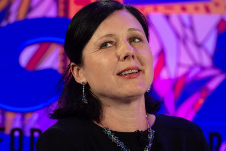 Věra Jourova, unijna komisarz z Czech, ma zastąpić Fransa Timmermansa.