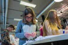 Grupa Essilor prowadzi program Zobacz Lepszą Przyszłość, korygując wzrok dzieciom z domów dziecka