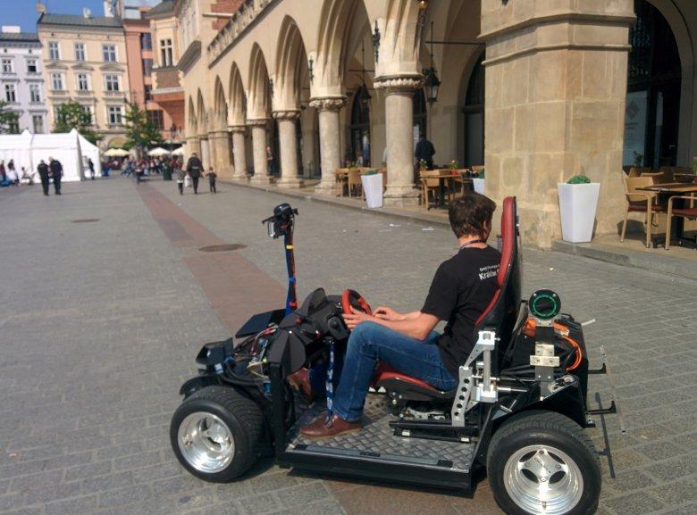 Autonomiczny samochód badany w mojej katedrze we współpracy z firmą Delphi.