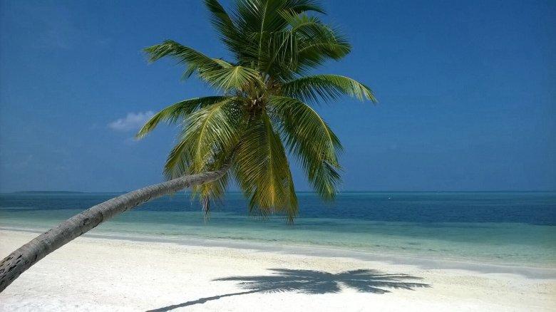Malediwy to błękitne niebo, turkusowa woda i soczysta zieleń palm. A i zapomniałabym - biały, drobniutki piasek. Raj!