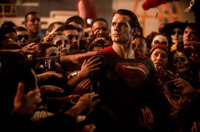 Superman jest traktowany jak bóstwo.