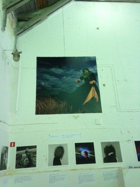 Wspomniane zdjecie Kate Bush na wystawie Griffina
