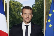 Prezydent Emmanuel Macron zamieścił na Twitterze swój nowy, oficjalny portret. Zdjęcie zyskało dużą popularność wśród internautów.