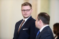 Minister środowiska Michał Woś jest zakażony koronawirusem.