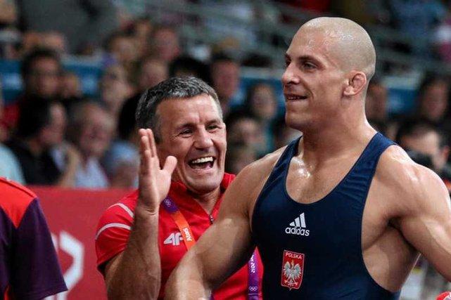 2cf39013f Zapaśnik Damian Janikowski, medalista igrzysk, trenuje w zrujnowanej ...