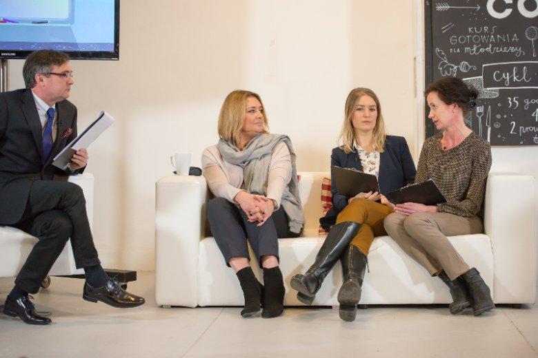 Polska słynie z produkcji drobiu, jednak nie wszyscy z nas są do niego przekonani. Aktorka Małgorzata Ostrowska-Królikowska (pierwsza z lewej) i lekarz weterynarii Aleksandra Porada (pierwsza z prawej) zapewniają, że nie mamy czego się bać