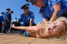 Akrywistki FEMEN protestowały przeciwko Aleksandrowi Łukaszence i organizatorom Euro 2012, którzy zaprosili go na finał turnieju.